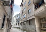 5 yaşındaki çocuk 5'inci kattan aşağı düşerek ağır yaralandı
