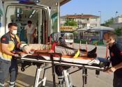 Elektrikli bisiklet yayaya çarptı, 4 kişi yaralandı