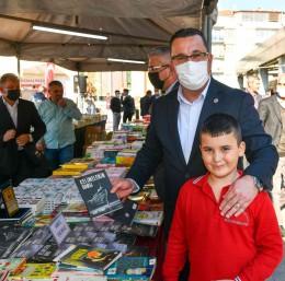 Mustafakemalpaşa'da kitap günleri kapılarını açtı