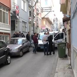 Camiye gitmek için evden çıkan yaşlı adam merdivenlerden düşerek hayatını kaybetti