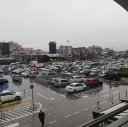 Bursa'da AVM'ler doldu taştı