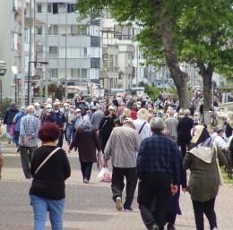 Bursa'da sahiller yaşlılarla doldu taştı