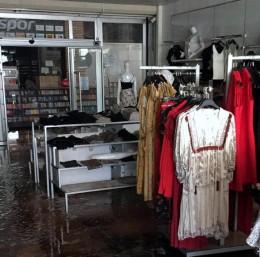 Yenişehirli iş adamının Bilecik'teki AVM mağazaları yandı