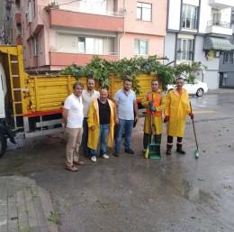 Gemlik Belediyesi ekiplerinden fırtınaya karşı tam not