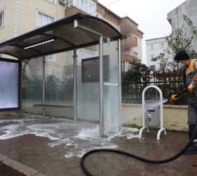 İnegöl'de otobüs durakları dezenfekte ediliyor