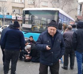 Yolcu otobüsü kadına çarptı
