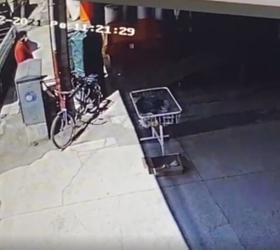 Bisiklet hırsızlığı kameraya yansıdı