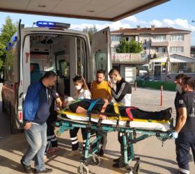 Aracın çarptığı motosikletli ağır yaralandı