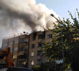 Atatürk Bulvarı'nda korkutan yangın