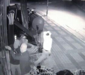 Maskeli hırsızlar baltayı taşa vurdu