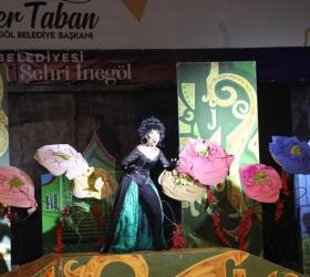 Oz Ülkesi Tiyatro Gösterisi Çocukları Kahkaya Boğdu