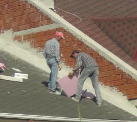 İnegöl'de binanın tepesinde ölümle dans
