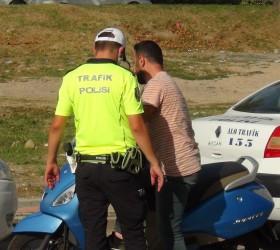 Motosiklet sürücüsü polisten böyle kaçtı