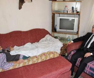 Kaymakam Bayraktar, Değirmendere köyünde yaşlı ve hastaları ziyaret etti