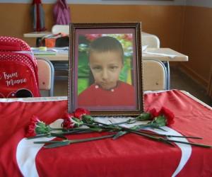 Böbrek yetmezliği nedeniyle hayatını kaybeden 10 yaşındaki Samet yasa boğdu