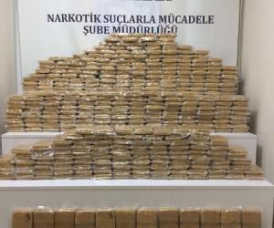 Jant kapaklarının arasından 240 kilo eroin çıktı