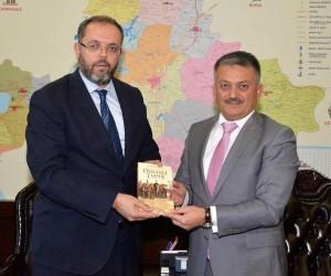 Prof. Dr. Erhan Afyoncu, Vali Yazıcı'yı ziyaret etti