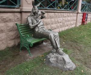 Eskişehir'de 'çekirdek çitleyen eşek' heykeli tartışması