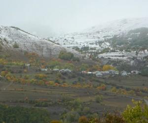 Posof'un yüksek kesimlerine kar yağdı