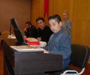 Suat Suna, Büyükçekmece'de geleceğin müzisyenlerini belirliyor