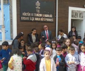 Ergani'de çocuklar hayallerindeki kütüphaneyi çizecek