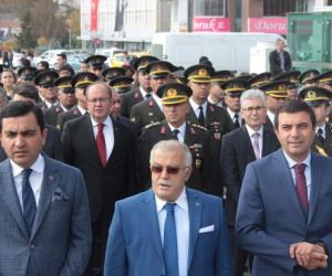 29 Ekim Cumhuriyet Bayramı kutlamaları çelenk sunumu ile başladı