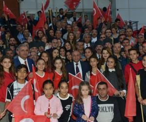 Çiğli'de cumhuriyete İlkay Akkaya'lı kutlama
