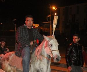 Atlar eşliğinde meşaleli Cumhuriyet yürüyüşü