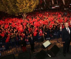 Vatandaşlar Cumhuriyet Bayramında Ferhat Göçer'le eğlendi