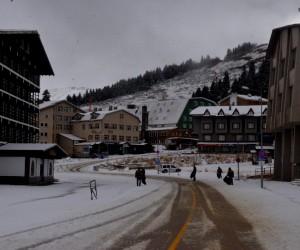 Uludağ'a kar erken yağdı vatandaşlar kar özlemini yiyerek giderdi