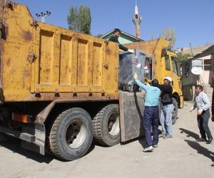 Başkale Belediyesi 600 adet çöp konteyneri aldı