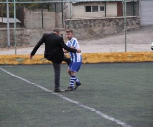 Kulüp başkanından, futbolcuya tekme