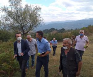 Çiftçilerin sorunlarını yerinde dinledi, yetkilere seslendi