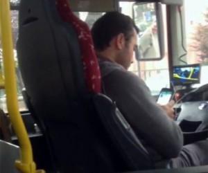 Cep telefonu ile oynayan sürücü Psikoteknik Değerlendirme Merkezi'ne sevk edildi