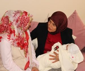 Beyhan Demirtaş, doğum yapan şehit eşini ziyaret etti