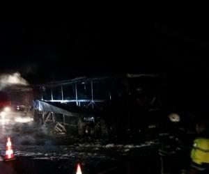 Yolcu otobüsü otobanda yandı