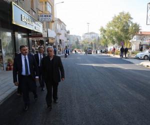 Kozan Caddesinde sıcak asfalt çalışmalarına başlandı