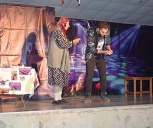 Mutki'de 'Pembe Aslında Siyahtır' oyunu sahnelendi