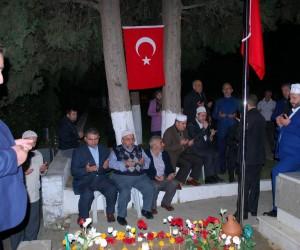 İstanbul'lu hafızlar, şehit polis Taşdemir'in kabrinde Kur'an-ı Kerim okudu