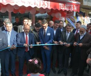 Vali Ustaoğlu, Tatvan'da eczane açılışına katıldı