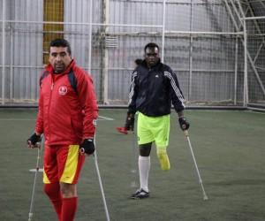 (Özel Haber) Kenyalı Kenan Ampute Futbol Ligi'nde ter döküyor