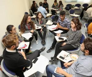 Kadına şiddete karşı turuncu renk sınav kağıtları dönemi