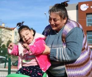 Yüzde 96 engeli bulunan elif bebek uzanacak yardım elini bekliyor