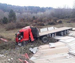 İnegöllü tır şoförü Bolu'da kaza yaptı