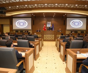 Ulaş Akhan Büyükşehir Belediyesi'nde göreve başladı