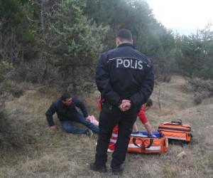 Ormanda kaybolan yaralı vatandaşı UMKE kurtardı