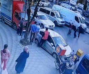 (Özel Haber) Sürücülerin trafikte bir saat süren tekme tokat kavgası kamerada