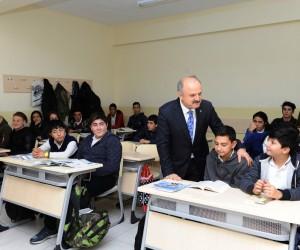Vali Çakacak Şehit İlker Karter Mesleki ve Teknik Anadolu Lisesi'ni ziyaret etti