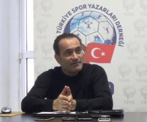 """Teknik Direktör Cüneyt Biçer, """"Futbolcularla aramızda bağ kopukluğu olsaydı böyle bir istatistik olmazdı"""""""