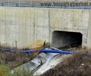 Tosya'da köylü vatandaşları su borusuna isyan etti